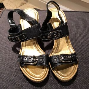 Wedge with cute buckles
